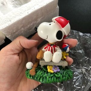 Snoopy benchwarmer figurine